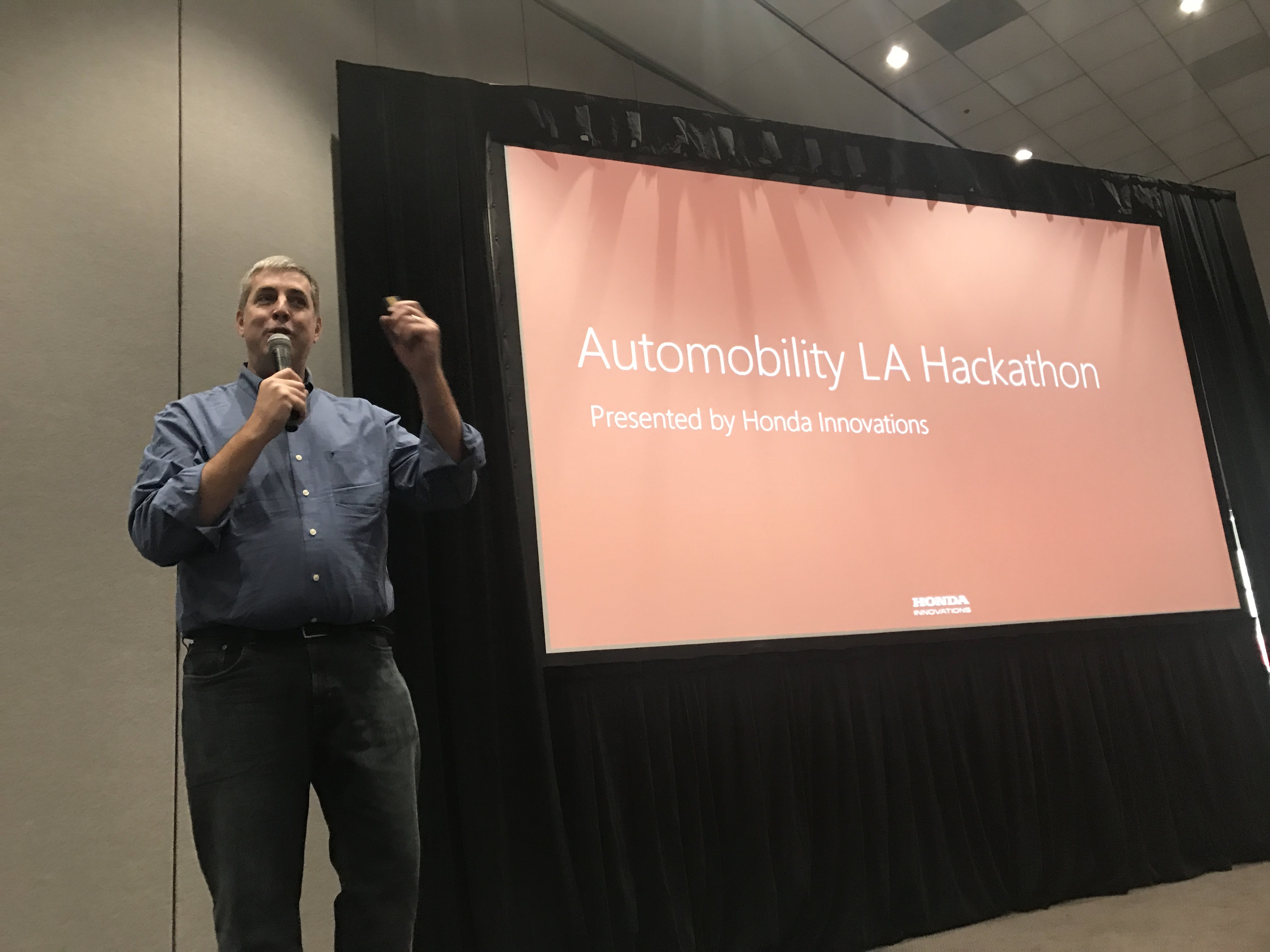 USC Supports City of Los Angeles' Efforts at First Auto Show Hackathon